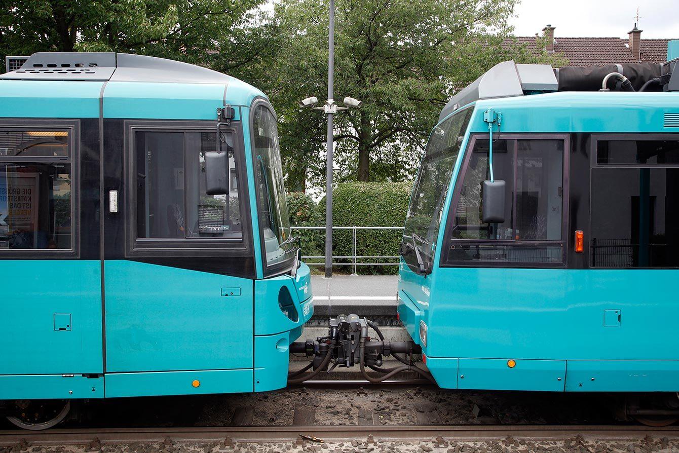 Ausschnitt zweier verbundener Bahnwagons