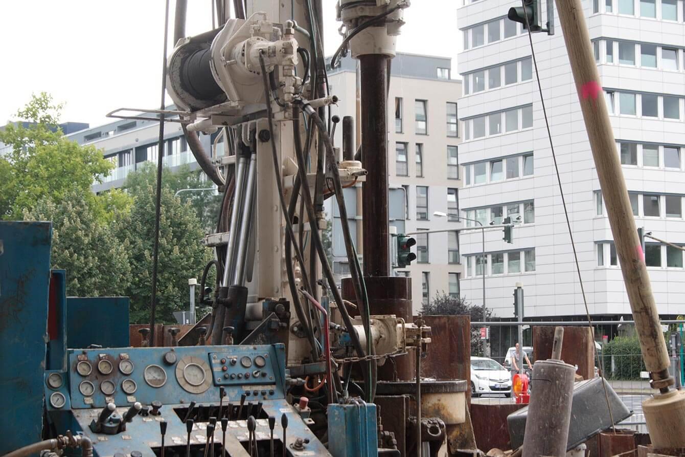Bauarbeiten Aufzugsnachrüstung Miquel-/Adickesallee