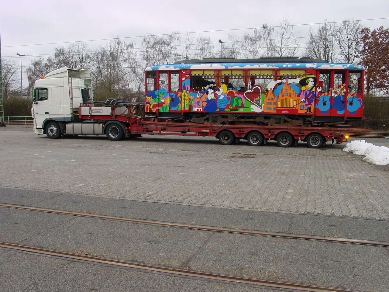 Abtransport von Ebbelwei-Expreß Triebwagen 105.