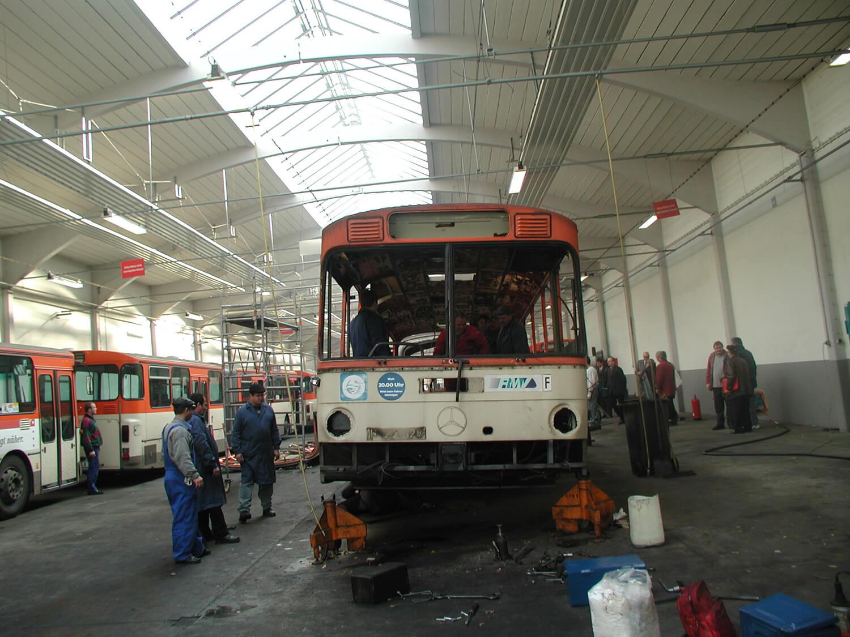 Busse im Betriebshof Rebstock vor Abtransport nach Rumänien
