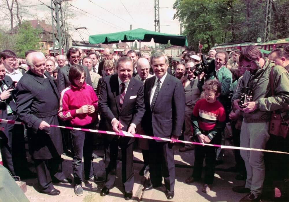 Oberbürgermeister Dr. Walter Wallmann eröffnet das Verkehrsmuseum (Quelle: Archiv Verkehrsmuseum Frankfurt am Main)