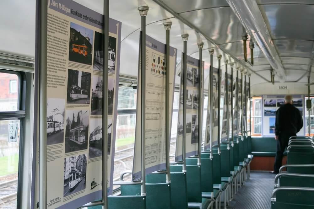 """Präsentation der Sonderausstellung """"50 Jahre M-Wagen"""" am 29. November 2009 in einem Beiwagen des Typs """"m"""" (Foto: Andreas Behrndt)"""