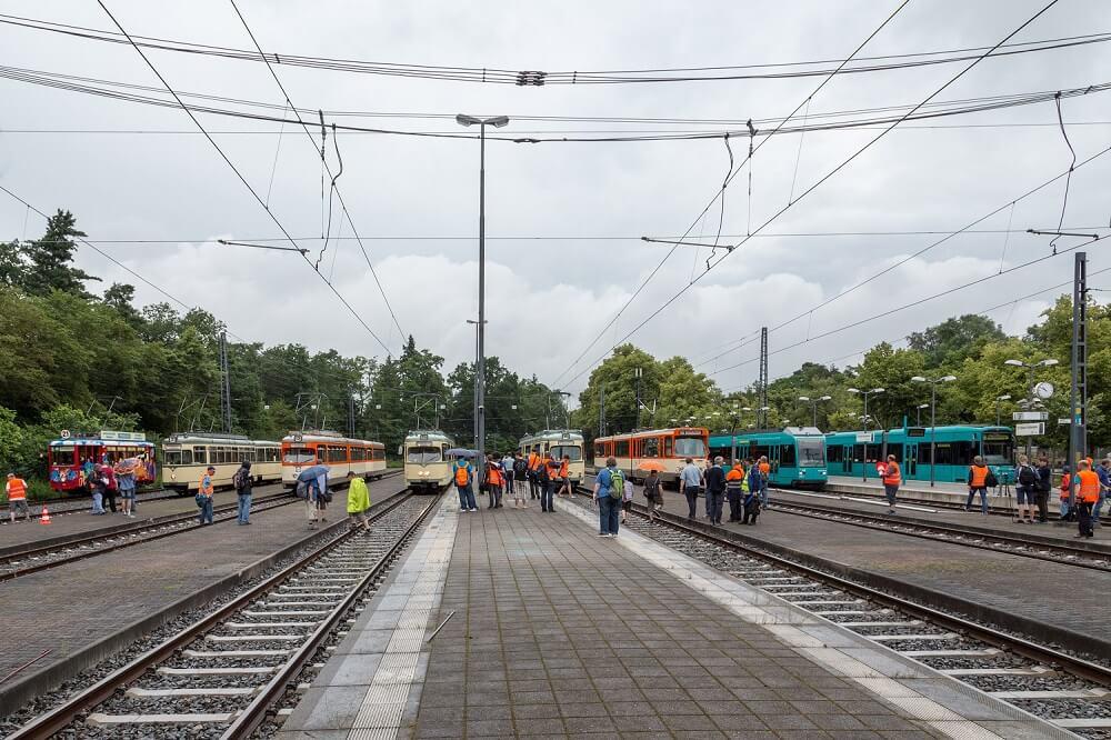 Gut besucht: durch die HSF mit Unterstützung der VGF organisiertes Straßenbahn-Generationentreffen am 25. Juni 2016 (Foto: Andreas Behrndt)