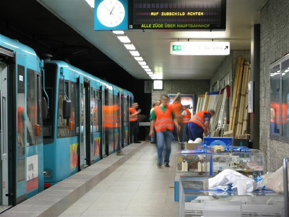 Umzug der Stadtbahnausstellung von der Konstablerwache zum Kirchplatz mittels U-Bahn am 12. September 2008 (Foto: Frank Nagel)
