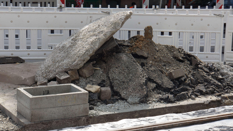 Aushub. Hier an der Baustelle Rohrbachstraße im März 2012.