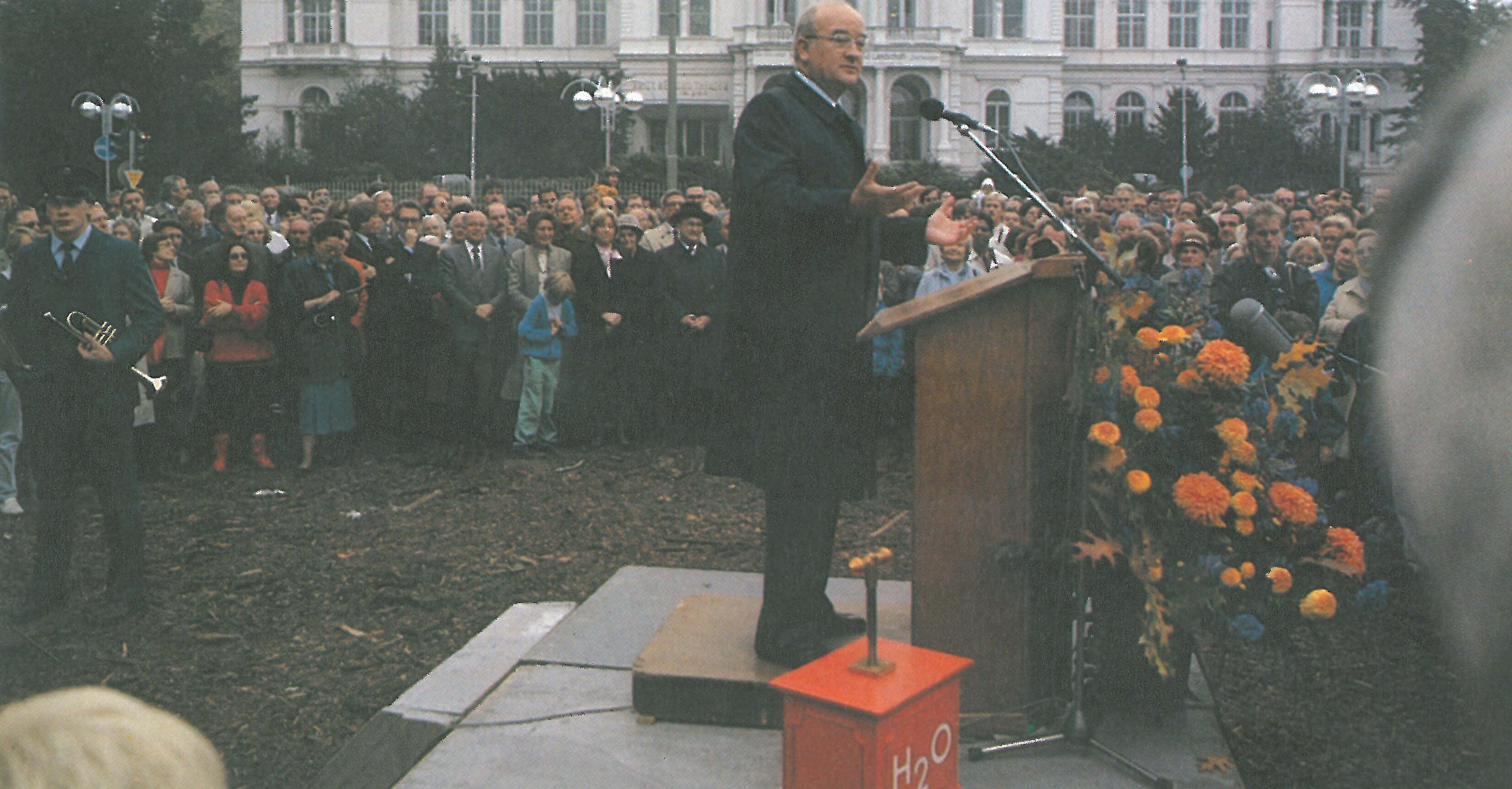Oberbürgermeister Wolfram Brück auf dem Alfred-Brehm-Platz bei der Eröffnungsfeier