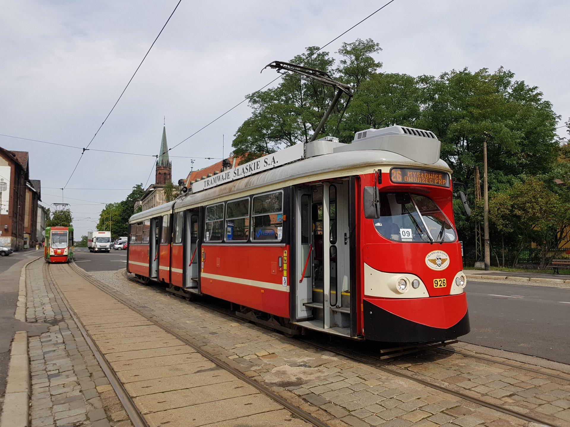 """Aus Wien wurden 25 Wagen vom Typ """"E1"""" beschafft und teilweise modernisiert; hier an der Endhaltestelle """"Myslowice""""."""