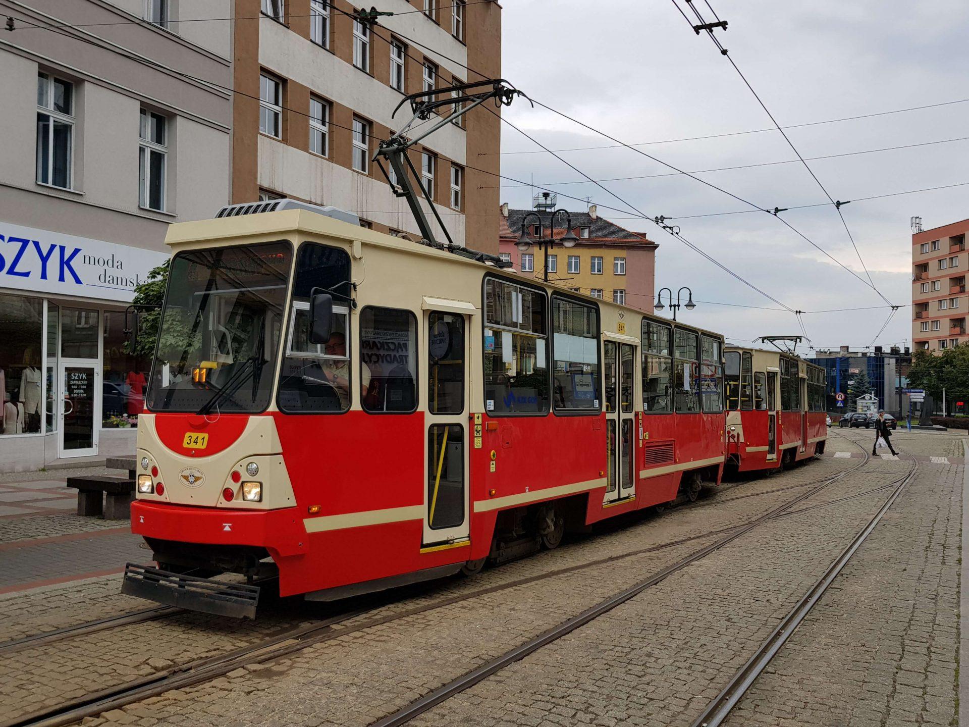 """Der Fahrzeugtyp mit der höchsten Anzahl ist der vierachsige """"Konstal 105Na""""; hiervon hat die Stadt 314 Stück. Diese fahren in den unterschiedlichsten Ausfertigungen und wurden zwischen 1973 und 1992 gebaut."""