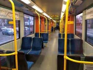 Leerer Innenraum einer U-Bahn