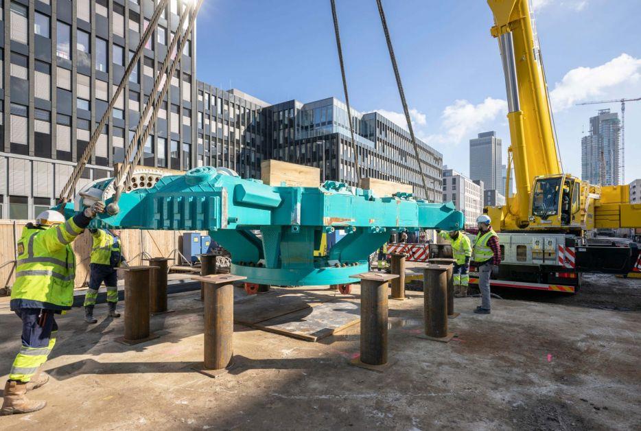 Anlieferung von Teilen der Tunnelvortriebsmaschine Baumaßnahmen Verlängerung U5 Europaviertel