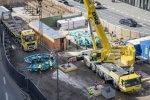 Aufnahem von oben der Anlieferung und Montage der Schneidradseitenteile der Tunnelvortriebsmaschine Baumaßnahmen Verlängerung U5 Europaviertel