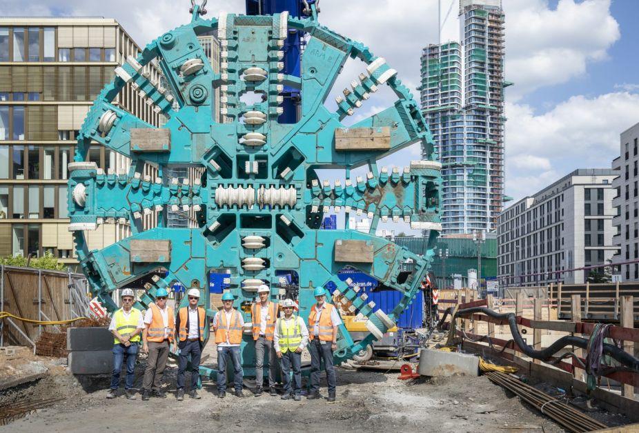 VGF Mitarbetier vor dem 72-Tonnen-Schneidrad